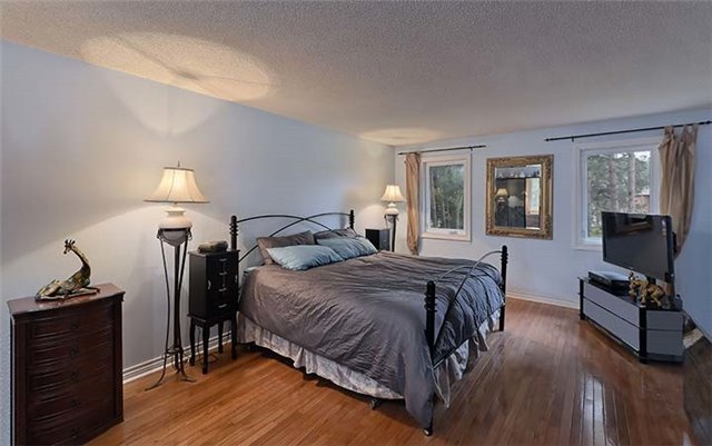 Detached at 66 Beaufort Hills Rd, Richmond Hill, Ontario. Image 2
