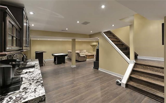 Detached at 66 Beaufort Hills Rd, Richmond Hill, Ontario. Image 4