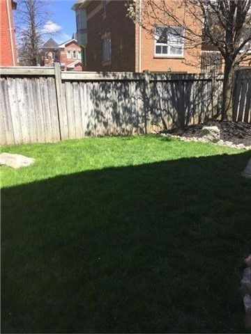Semi-detached at 75 Widdifield Ave, Newmarket, Ontario. Image 2