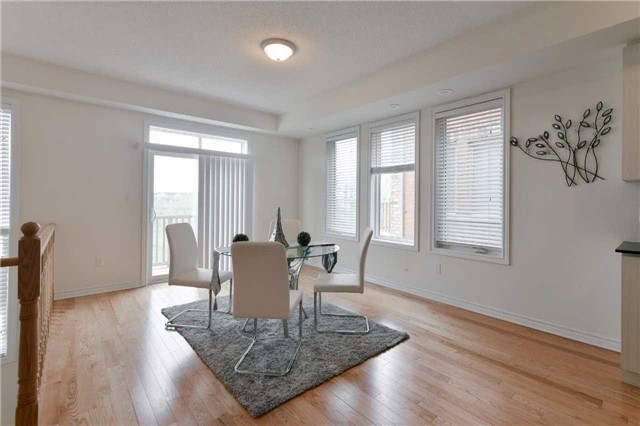 Townhouse at 15 City Park Circ, Vaughan, Ontario. Image 3