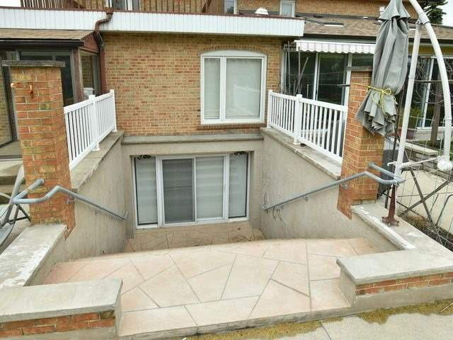 Detached at 55 Hillside Ave, Vaughan, Ontario. Image 8