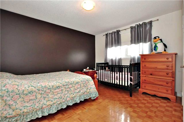 Detached at 25 Foundry Cres, Markham, Ontario. Image 6