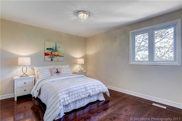 Detached at 84 Liebeck Cres, Markham, Ontario. Image 3