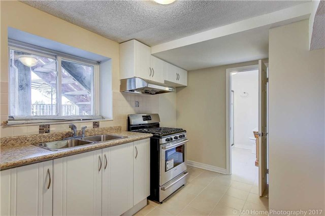Detached at 84 Liebeck Cres, Markham, Ontario. Image 8