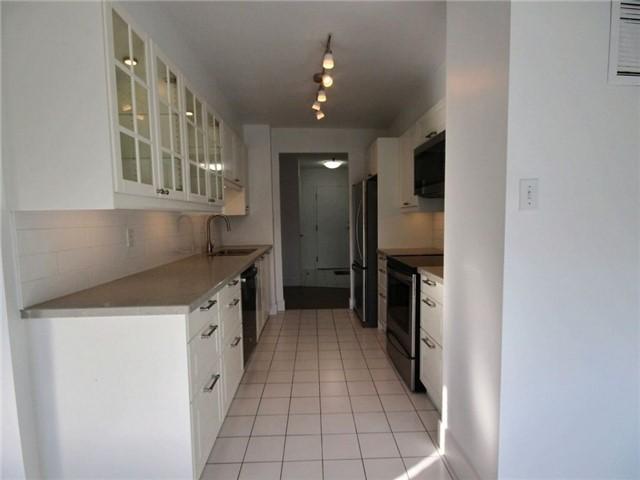 Condo Apartment at 120 Promenade Circ, Unit 802, Vaughan, Ontario. Image 7