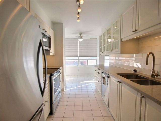 Condo Apartment at 120 Promenade Circ, Unit 802, Vaughan, Ontario. Image 8