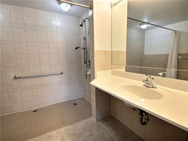 Condo Apartment at 120 Promenade Circ, Unit 802, Vaughan, Ontario. Image 2
