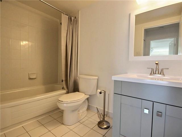 Condo Apartment at 120 Promenade Circ, Unit 802, Vaughan, Ontario. Image 3
