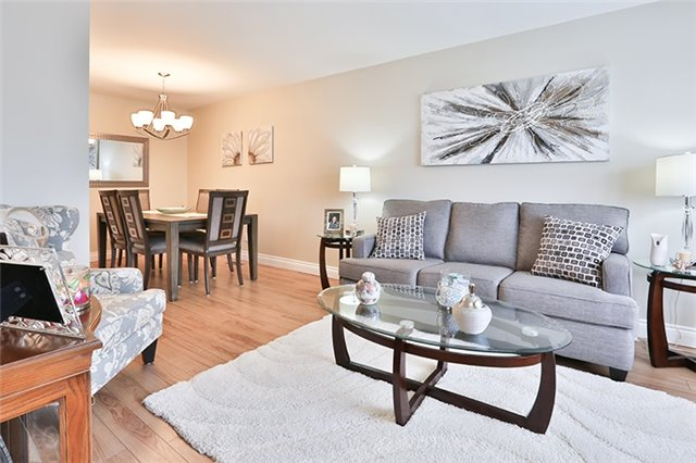 Semi-detached at 164 Longford Dr, Newmarket, Ontario. Image 14