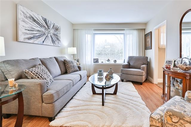 Semi-detached at 164 Longford Dr, Newmarket, Ontario. Image 16