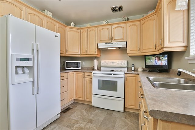 Semi-detached at 164 Longford Dr, Newmarket, Ontario. Image 19