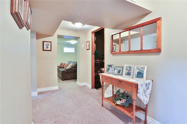 Semi-detached at 164 Longford Dr, Newmarket, Ontario. Image 4