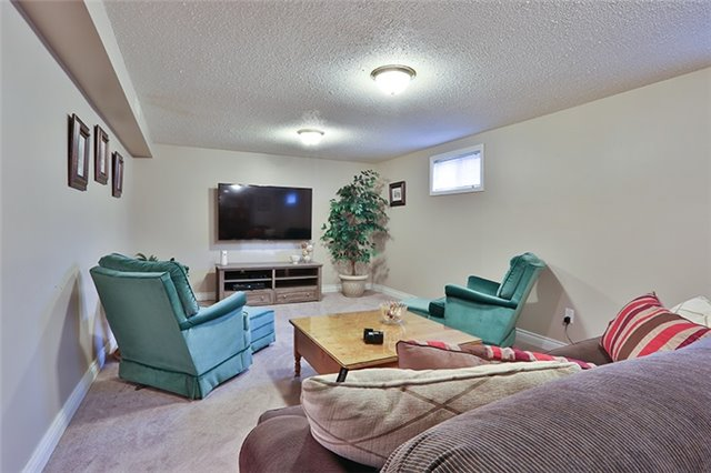 Semi-detached at 164 Longford Dr, Newmarket, Ontario. Image 5