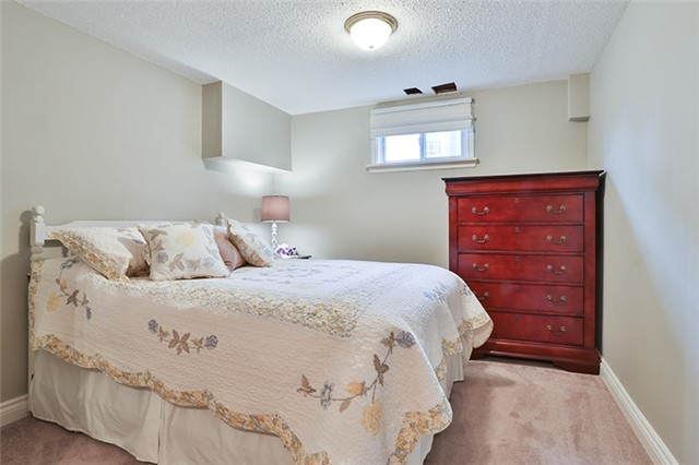 Semi-detached at 164 Longford Dr, Newmarket, Ontario. Image 7