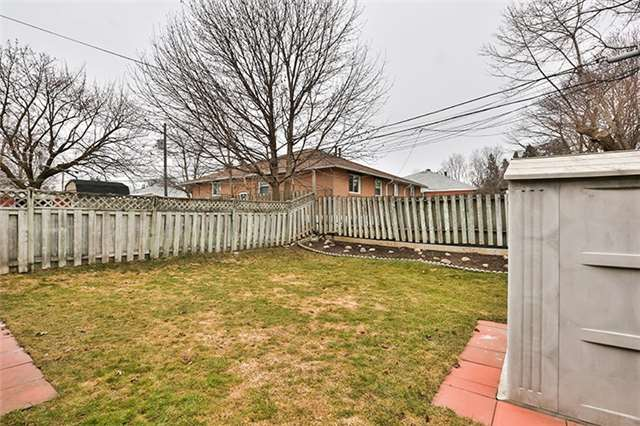 Semi-detached at 164 Longford Dr, Newmarket, Ontario. Image 11