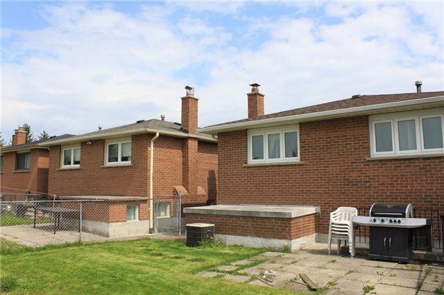 Semi-detached at 134 Aberdeen Ave, Vaughan, Ontario. Image 9