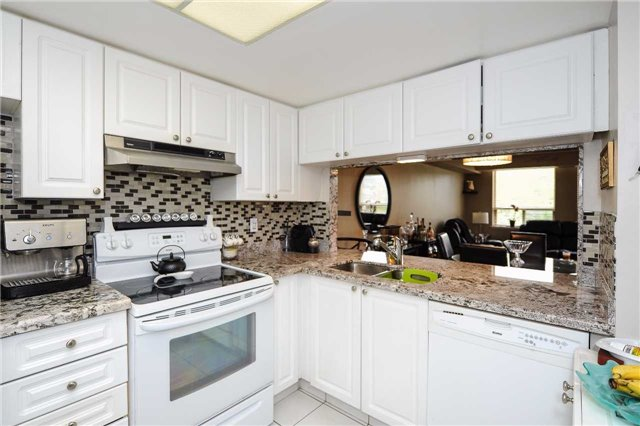 Condo Apartment at 100 Arbors Lane, Unit 311, Vaughan, Ontario. Image 10