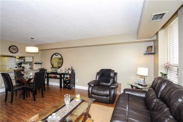 Condo Apartment at 100 Arbors Lane, Unit 311, Vaughan, Ontario. Image 12