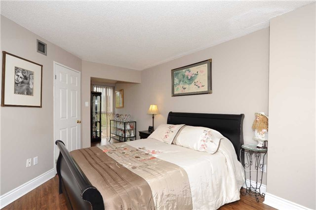 Condo Apartment at 100 Arbors Lane, Unit 311, Vaughan, Ontario. Image 14