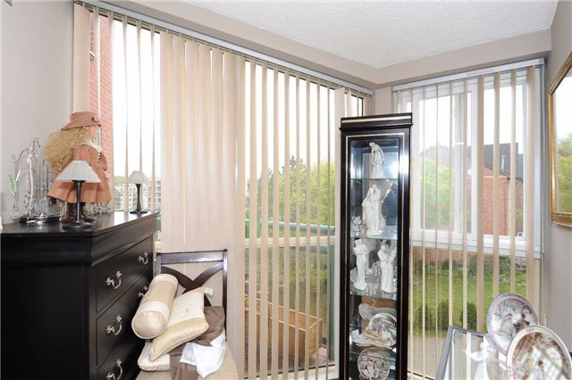 Condo Apartment at 100 Arbors Lane, Unit 311, Vaughan, Ontario. Image 2