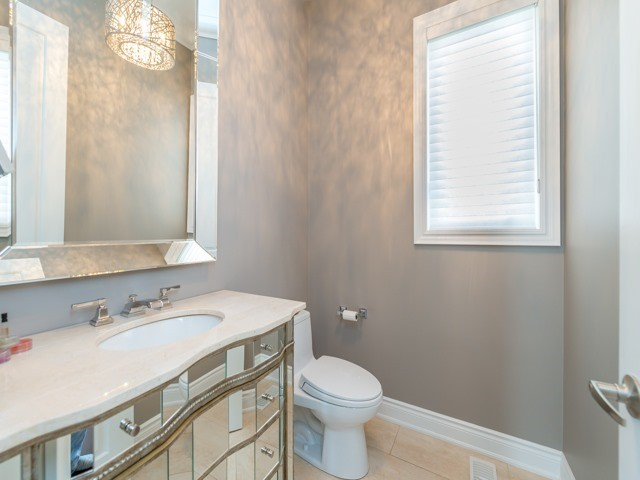Detached at 94 Woodvalley Cres, Vaughan, Ontario. Image 2