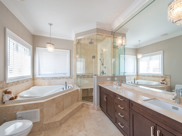 Detached at 94 Woodvalley Cres, Vaughan, Ontario. Image 5