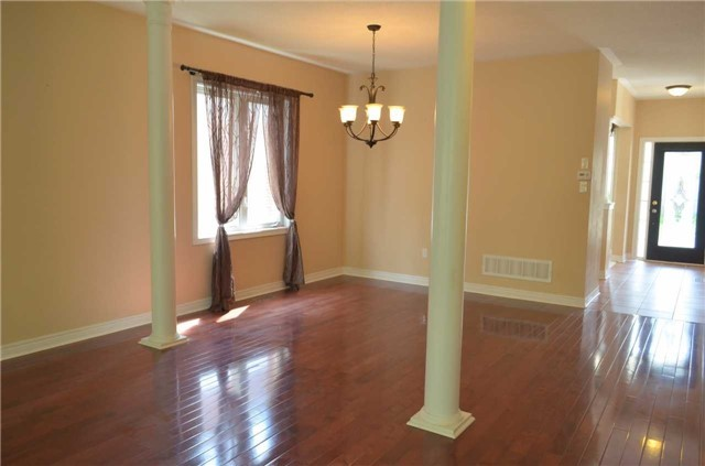 Detached at 111 Art West Ave, Newmarket, Ontario. Image 15