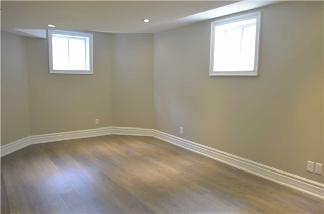 Detached at 111 Art West Ave, Newmarket, Ontario. Image 8