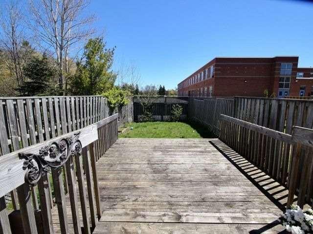 Townhouse at 59 Cashel Crt, Aurora, Ontario. Image 5