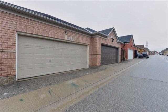 Semi-detached at 291 Via Carmine Ave, Vaughan, Ontario. Image 13