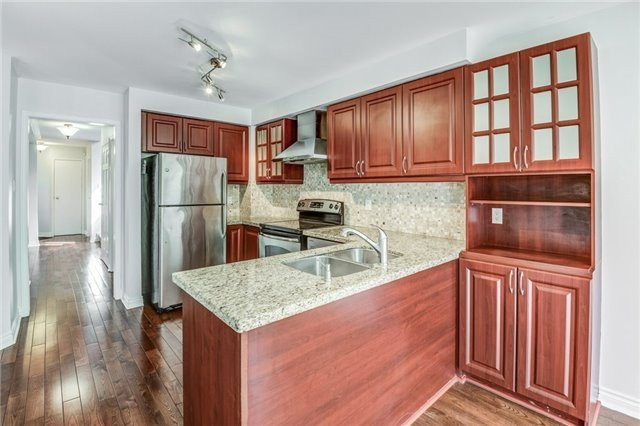 Detached at 37 Newmill Cres, Richmond Hill, Ontario. Image 17