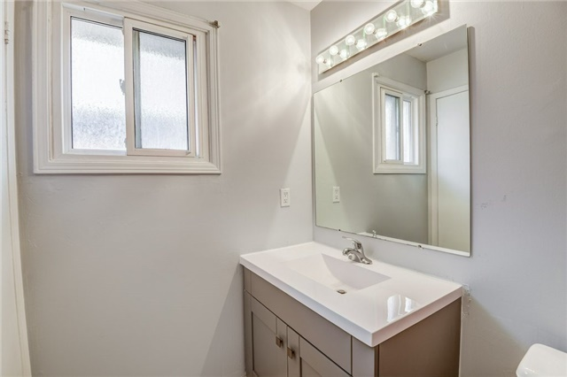 Detached at 37 Newmill Cres, Richmond Hill, Ontario. Image 7