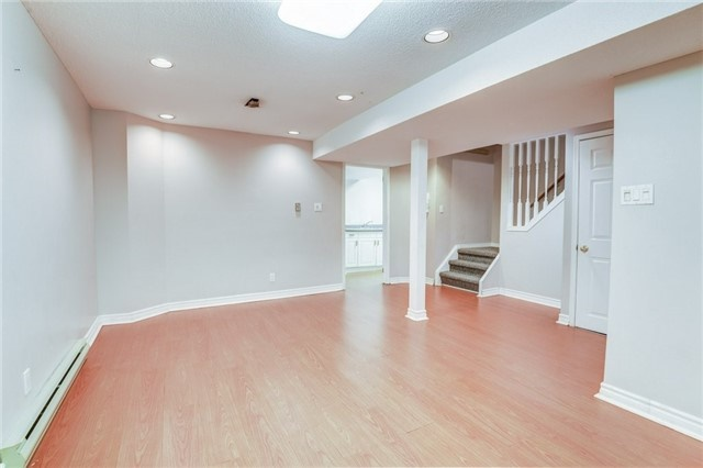 Detached at 37 Newmill Cres, Richmond Hill, Ontario. Image 8