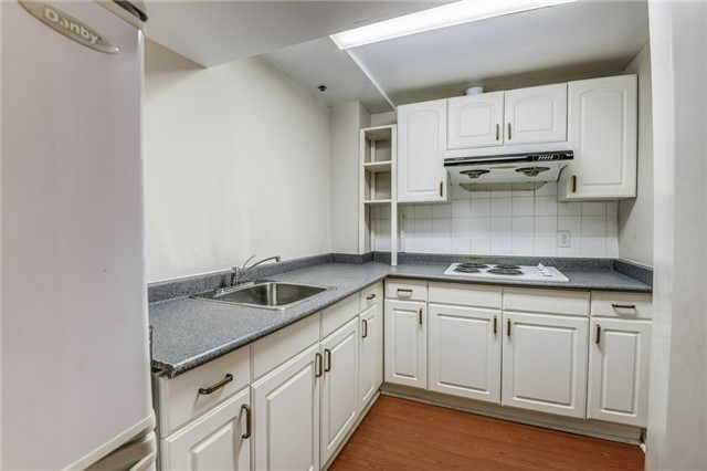 Detached at 37 Newmill Cres, Richmond Hill, Ontario. Image 10
