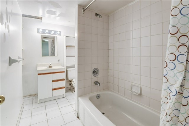 Detached at 37 Newmill Cres, Richmond Hill, Ontario. Image 11