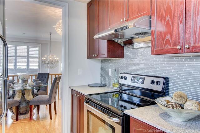 Condo Townhouse at 26 Comely Way, Markham, Ontario. Image 2