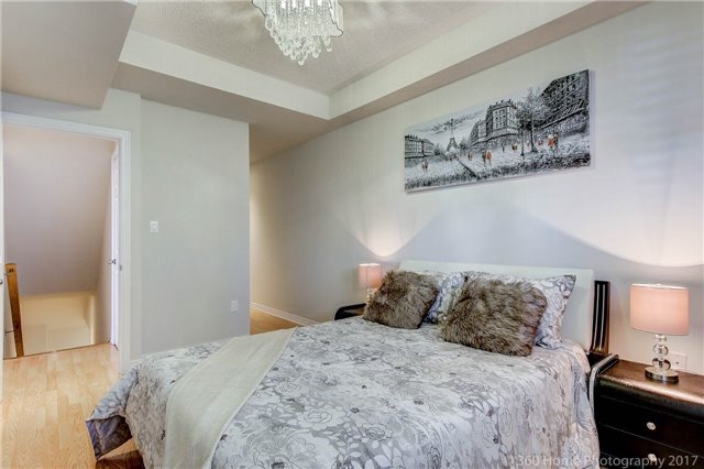 Condo Townhouse at 26 Comely Way, Markham, Ontario. Image 4