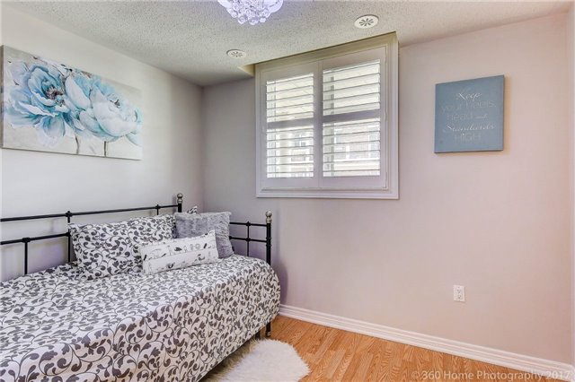 Condo Townhouse at 26 Comely Way, Markham, Ontario. Image 6