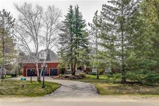 Detached at 21 Kingscross Dr, King, Ontario. Image 14