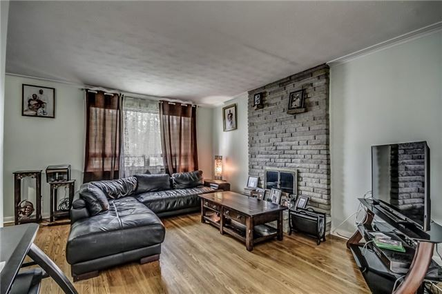 Detached at 399 Lynett Cres, Richmond Hill, Ontario. Image 13