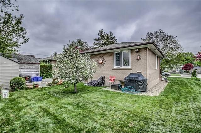 Detached at 399 Lynett Cres, Richmond Hill, Ontario. Image 8