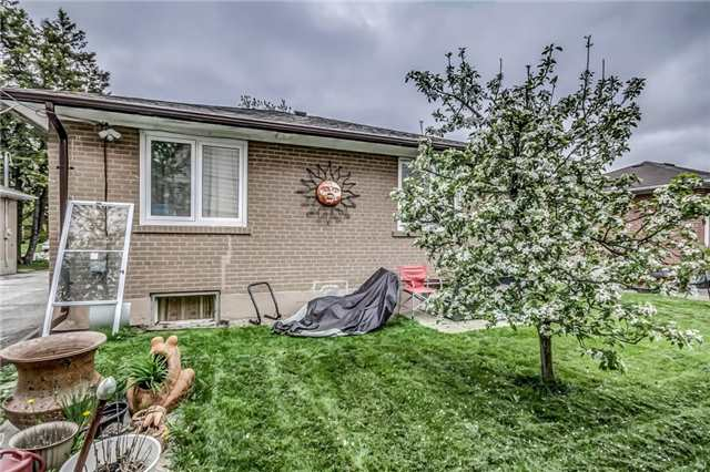 Detached at 399 Lynett Cres, Richmond Hill, Ontario. Image 9