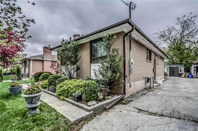 Detached at 399 Lynett Cres, Richmond Hill, Ontario. Image 11