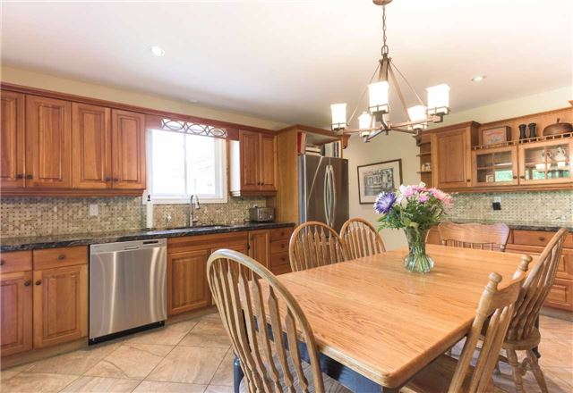 Detached at 20759 Warden Ave, East Gwillimbury, Ontario. Image 16