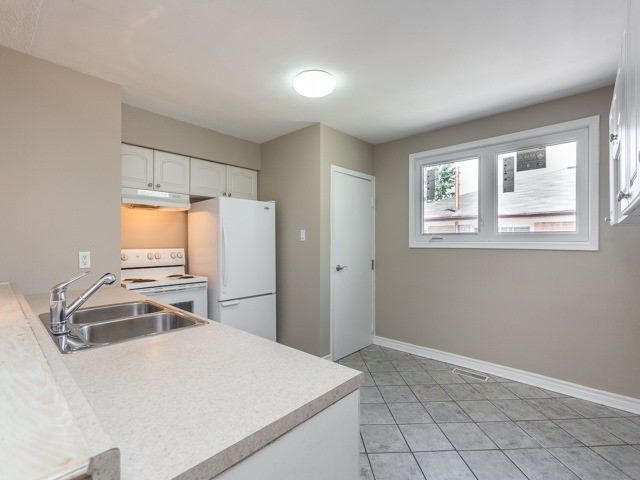 Semi-detached at 236 Demaine Cres, Richmond Hill, Ontario. Image 17