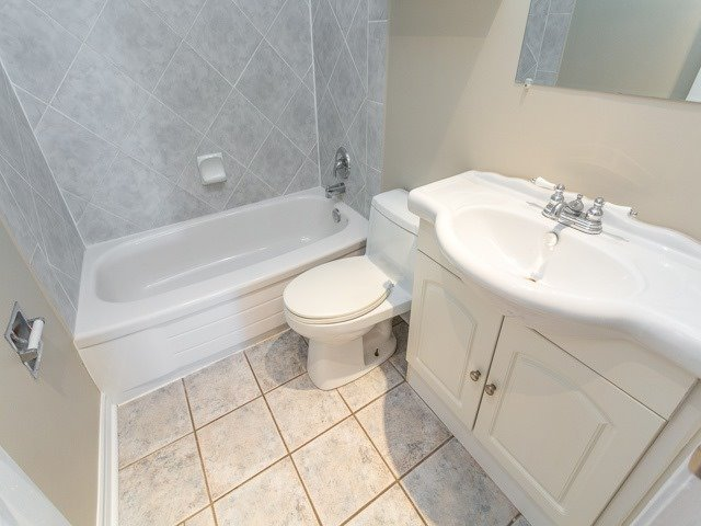Semi-detached at 236 Demaine Cres, Richmond Hill, Ontario. Image 3