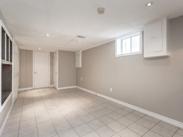 Semi-detached at 236 Demaine Cres, Richmond Hill, Ontario. Image 7