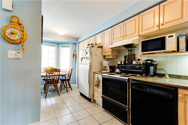 Condo Townhouse at 36 Marmill Way, Markham, Ontario. Image 7