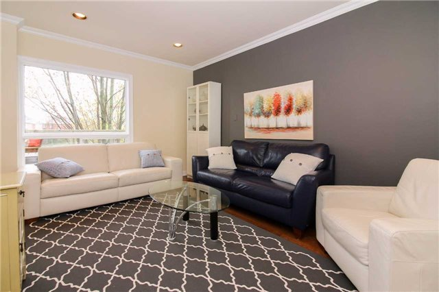 Detached at 199 Surgeoner Cres, Newmarket, Ontario. Image 12
