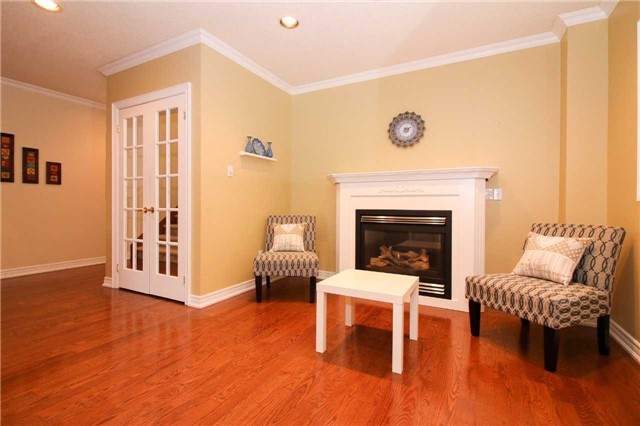 Detached at 199 Surgeoner Cres, Newmarket, Ontario. Image 14